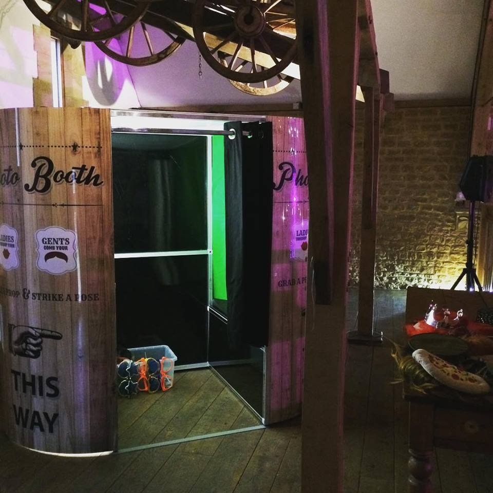 hire photo booth haslebury mill